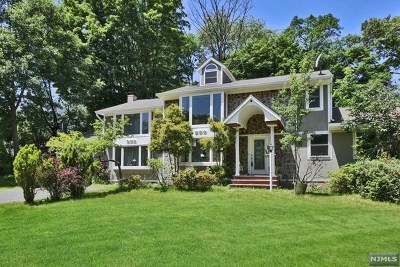Franklin Lakes Single Family Home For Sale: 989 Pines Terrace