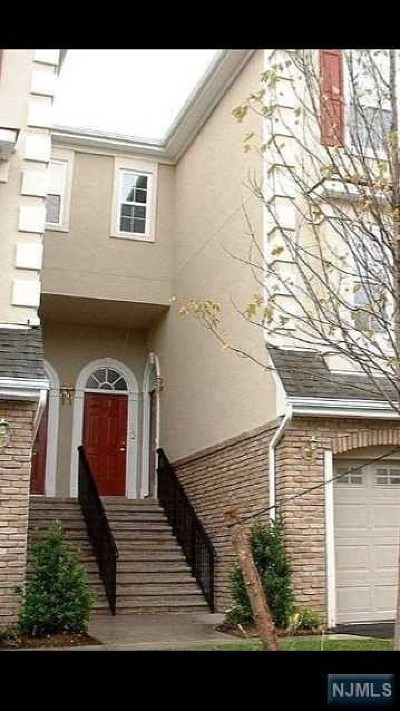 Secaucus Single Family Home For Sale: 161 Blue Heron Drive