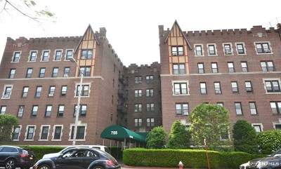 Cliffside Park Condo/Townhouse For Sale: 755 Anderson Avenue #4e