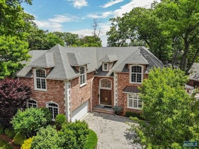 Fort Lee Single Family Home For Sale: 1084 Briar Way