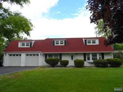 Paramus Single Family Home For Sale: 429 Locust Avenue