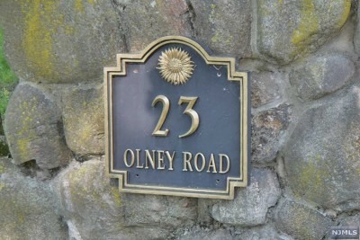 Mahwah Single Family Home For Sale: 23 Olney Road