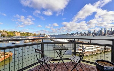 Weehawken Condo/Townhouse For Sale: 600 Harbor Boulevard #1071