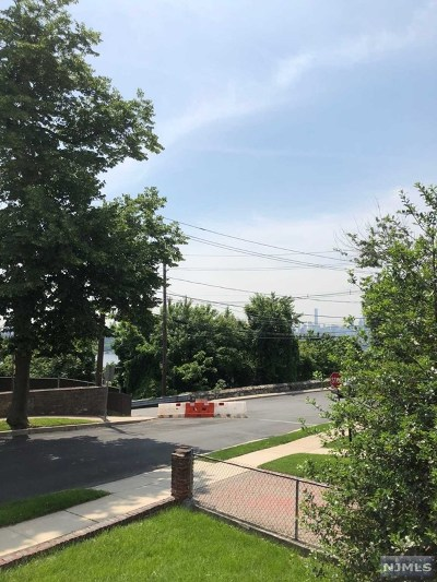 Cliffside Park Single Family Home For Sale: 11 Edgewater Road