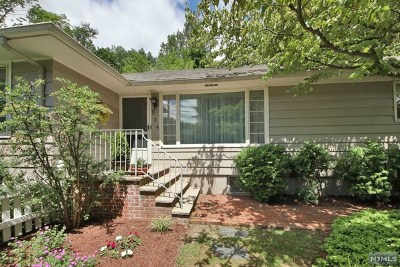 Franklin Lakes Single Family Home For Sale: 504 Summit Avenue