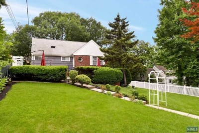 Leonia Single Family Home For Sale: 412 Fort Lee Road