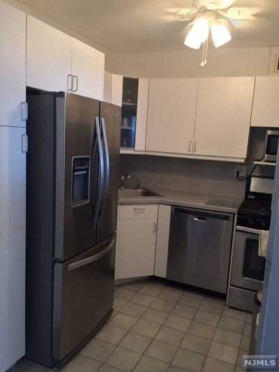 Fort Lee Condo/Townhouse For Sale: 2000 Linwood Avenue #22p