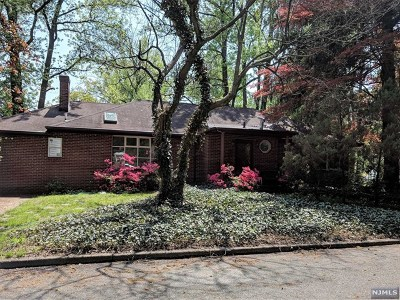 Tenafly Single Family Home For Sale: 2 Bradford Court