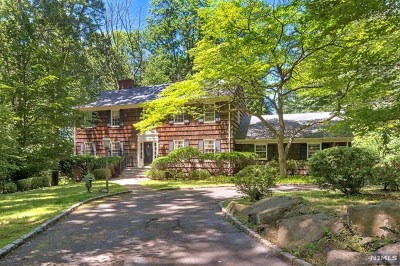 Ho-Ho-Kus Single Family Home For Sale: 2 Conifer Lane