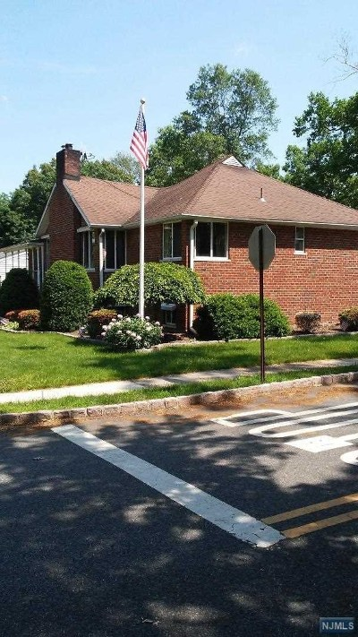 Waldwick Single Family Home For Sale: 43 Lindbergh Parkway