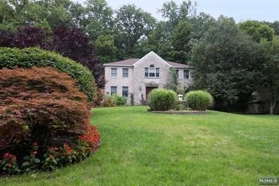 Ridgewood Single Family Home For Sale: 15 Henrietta Court