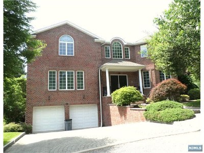 Englewood Cliffs Single Family Home For Sale: 16 Sara Hill Lane