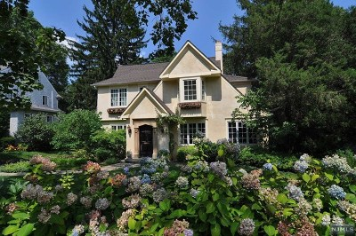 Ridgewood Single Family Home For Sale: 869 Hillcrest Road