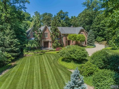 Saddle River Single Family Home For Sale: 15 Woodfield Lane