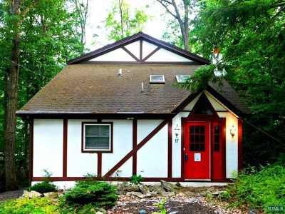 West Milford Single Family Home For Sale: 17 Paterson Road