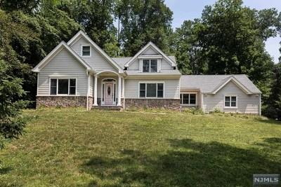 Upper Saddle River Single Family Home For Sale: 10 Fieldstone Lane
