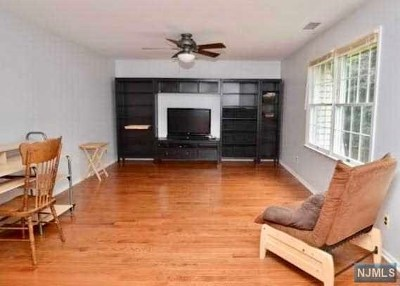 River Vale NJ Condo/Townhouse For Sale: $259,000