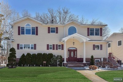 Teaneck Single Family Home For Sale: 875 Columbus Drive