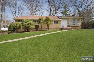 Hillsdale Single Family Home For Sale: 34 Fairhaven Drive