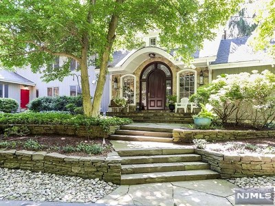 Mahwah Single Family Home For Sale: 21 Midvale Mountain Road