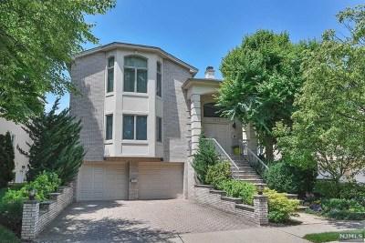 Fort Lee Single Family Home For Sale: 1025 Abbott Boulevard