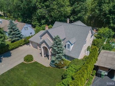 Paramus Single Family Home For Sale: 458 Lincoln Drive