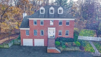 Ridgewood Single Family Home For Sale: 451 East Saddle River Road