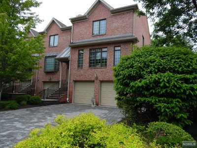Bergen County Condo/Townhouse For Sale: 11 Stonebrook Court #11