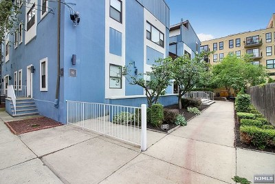 Hoboken Condo/Townhouse For Sale: 82 Jackson Street #B3