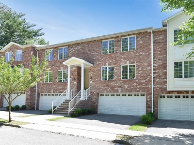 Upper Saddle River Condo/Townhouse For Sale: 6 Skymark Court