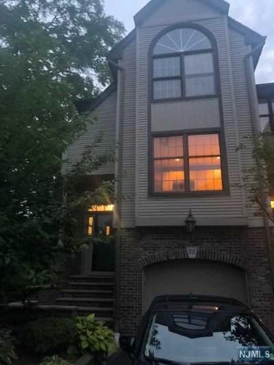 River Edge NJ Condo/Townhouse For Sale: $314,900