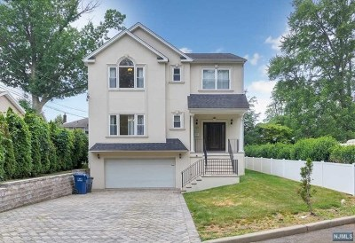 Hackensack Single Family Home For Sale: 85 South Lake Drive