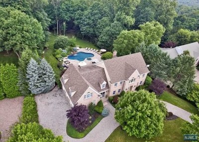 Mahwah Single Family Home For Sale: 11 Degraaf Court