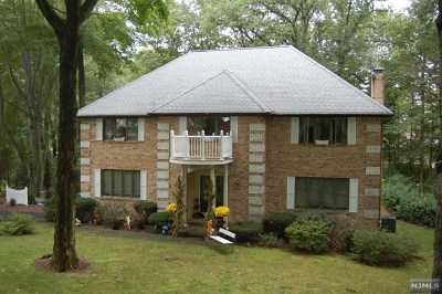 Franklin Lakes Single Family Home For Sale: 884 Hilltop Terrace