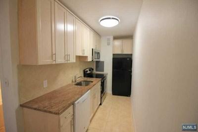 Condo/Townhouse For Sale: 1450 Palisade Avenue #4l