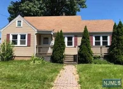 Saddle Brook Single Family Home For Sale: 15 Rochelle Parkway