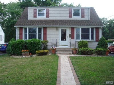 Totowa Single Family Home For Sale: 52 Knollwood Road