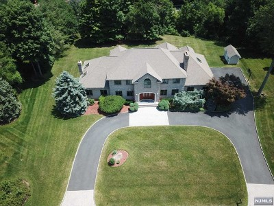 Mahwah Single Family Home For Sale: 37 Surrey Lane