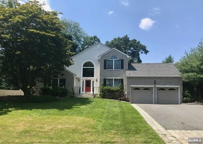 Mahwah Single Family Home For Sale: 20 Forest Hill Road