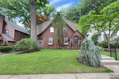 Teaneck Single Family Home For Sale: 495 Wyndham Road