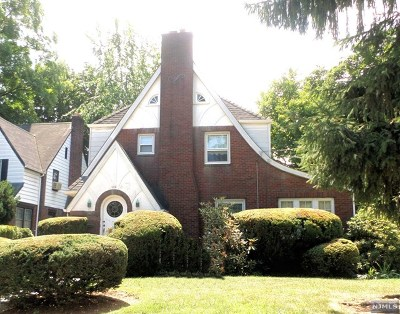 Teaneck Single Family Home For Sale: 122 Merrison Street