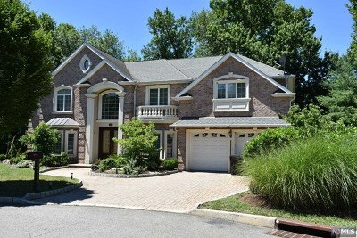 Paramus Single Family Home For Sale: 282 Starling Court