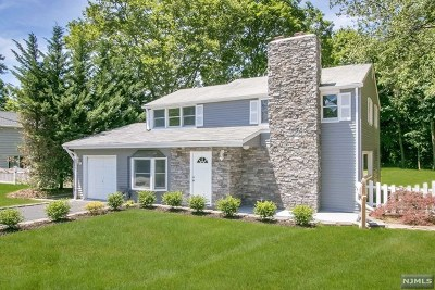 Waldwick Single Family Home For Sale: 49 Malcolm Street