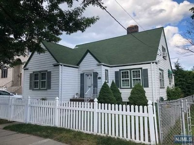 Secaucus Single Family Home For Sale: 762 Minnie Place