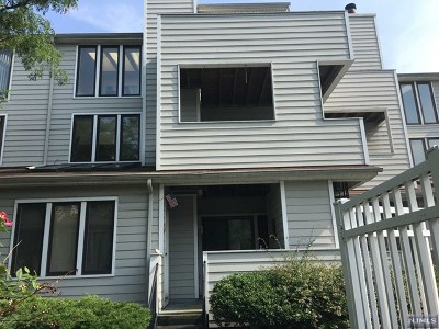 Secaucus Condo/Townhouse For Sale: 819 Topsail Lane