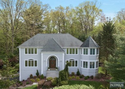 Upper Saddle River Single Family Home For Sale: 1 Kingsberry Court