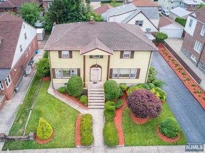 Cliffside Park Single Family Home For Sale: 28 Grant Avenue