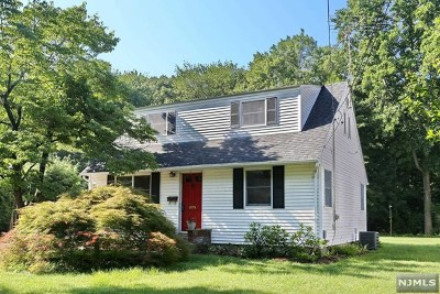 Waldwick Single Family Home For Sale: 12 Cathy Lane