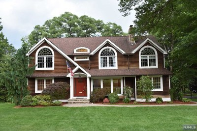 Ridgewood Single Family Home For Sale: 617 Upper Boulevard
