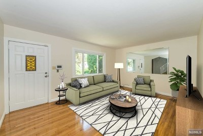 Teaneck Single Family Home For Sale: 80 Circle Drive Way
